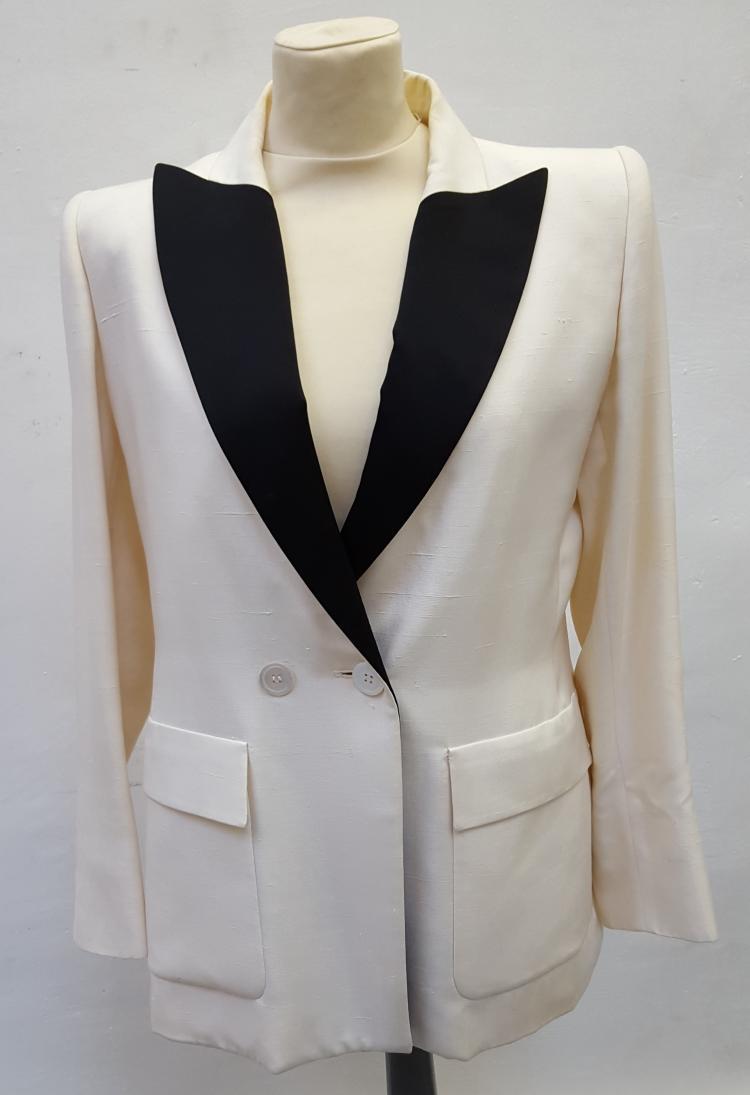 YVES SAINT LAURENT  Veste de blazer en lin et soie ivoire et noir.