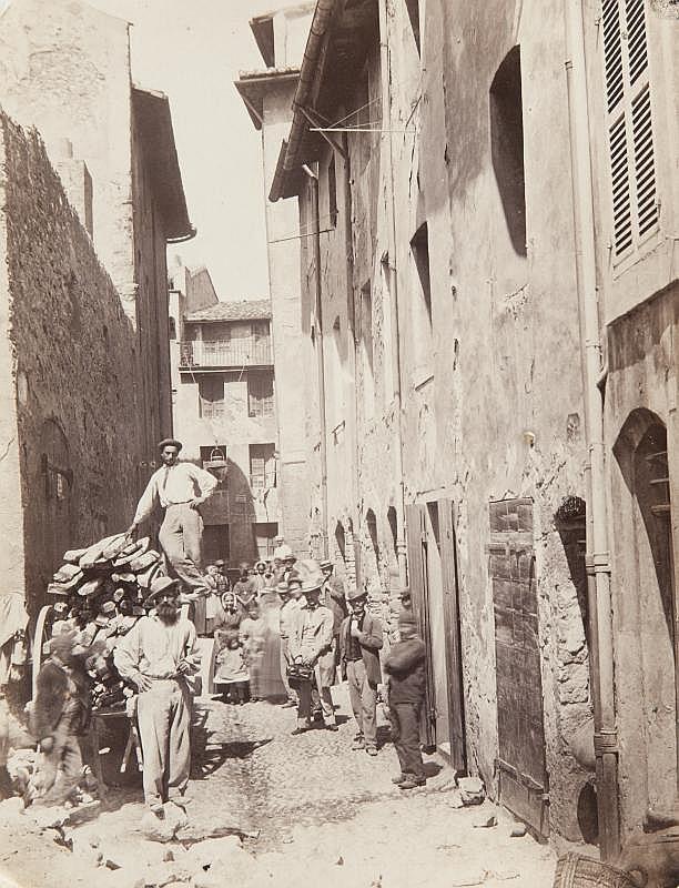Adolphe TERRIS (1820-1899)Rénovation de la ville de Marseille, 1862.Cinq tirages albuminés montés sur carton, légendes,date et crédit du photographe imprimés sur lesmontages.25 x 19 cm.