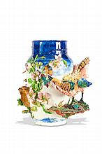 Longchamp   Grand vase en céramique polychrome de forme bombée à col ouvert   à décor en ronde-bosse d'un faisan parmi des feuillages. Signé et   numéroté 771.   H. : 46 cm.