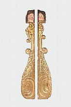 Importante paire d'éléments de décoration d'autel en bois   peint et doré, représentant une tête d'angelot, volutes et   feuilles d'acanthe.   Epoque fin du XVIIème siècle.   H. : 2,40 m. L. : 35 cm.