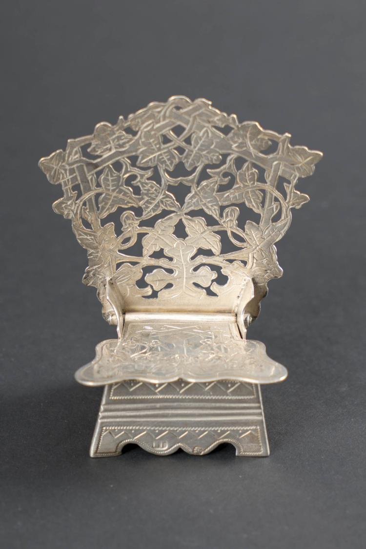 Sali re en argent en forme de chaise int rieur vermeil for Chaise en forme de main