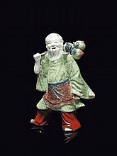 Statuette d'immortel en porcelaine Chine, dynastie Qing, époque Jiaqing (1796-1820).