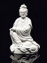 Statuette de Guanyin en porcelaine blanc de chine Chine, XXème siècle.