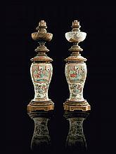 Paire de vases couverts en porcelaine de Canton
