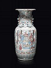 Paire de vases en porcelaine de Canton Chine, fin du XIXème - début du XXème siècle.