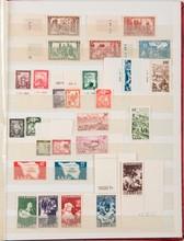 sarre :  timbres-poste neufs dont sans charnière  autour de 1950 et divers dans un classeur.