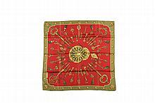 HERMES Paris   Carré en soie imprimée, rouge, vert et or à décor de clefs.   Dans sa boîte.   Bon état.