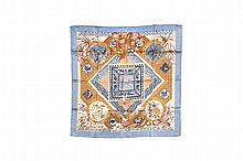 HERMES   Carré en soie imprimée, titré « Le jardin des coptes ».   Bon état.