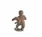 JUPITER ENFANT  En bronze à patine rouge et verte, représenté nu, debout  sur une plateforme, un aigle dans les bras. Très fine exécution  du visage et des détails.  Epoque gréco-romaine.  H. : 4.3 cm.