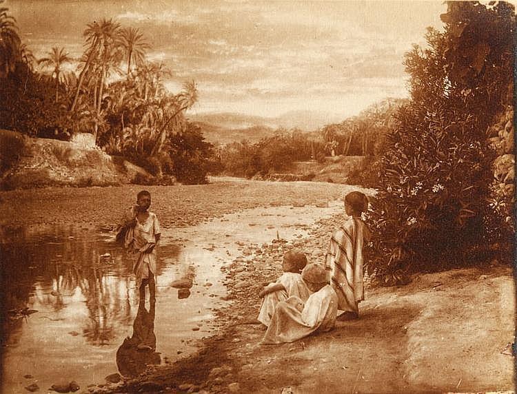 Emile FRECHON (1848-1921)  Etudes de paysages et types d'AlgErie, c.1910  Ensemble de 26 tirages argentiques d'époque, la plupart avec  tampon « EM. Frechon Biskra Algérie au dos »  24 x 30 cm.