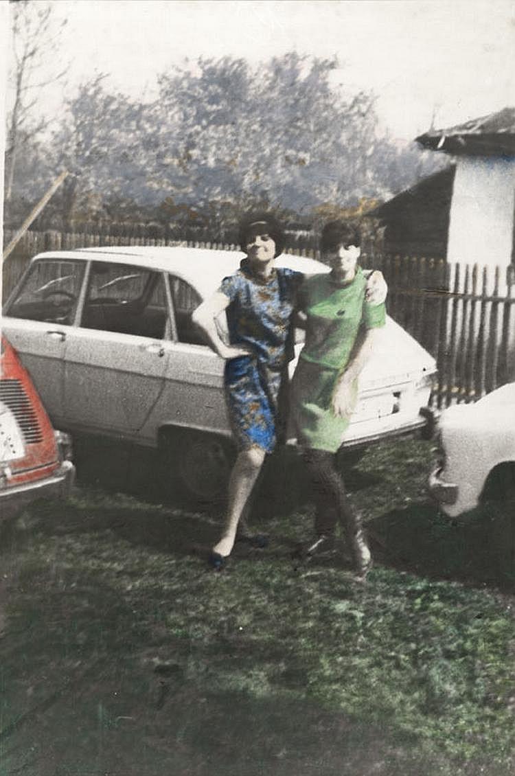 Ion GRIGORESCU (1945)  Party V, 1968  Tirage argentique d'époque, rehaussé aux encres  de couleur.  95 x 64 cm.  Un certificat de l'artiste sera remis à l'acquéreur.