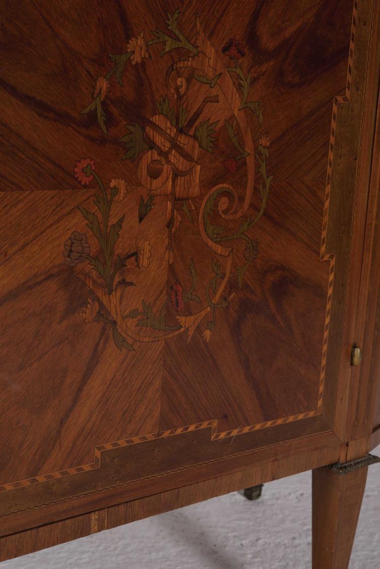 Petit meuble d 39 entre deux de style louis xvi de forme demi - Rangement entre deux meubles ...