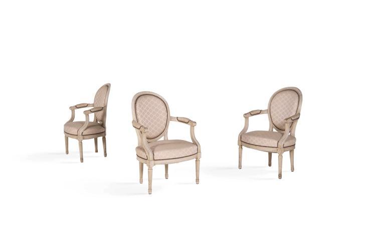Mobilier de salon de style louis xvi en bois moulure et laqu for Chaise medaillon solde