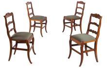 Suite de 4 chaises en bois fruitier a dossier ajoure de 2 barrettes sous bandeau. Pieds arques.
