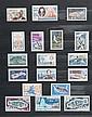 T.A.A.F : collection 1955/2007  timbres-poste, PA, blocs, carnets de  voyage, neufs sans charnière dans  deux albums.