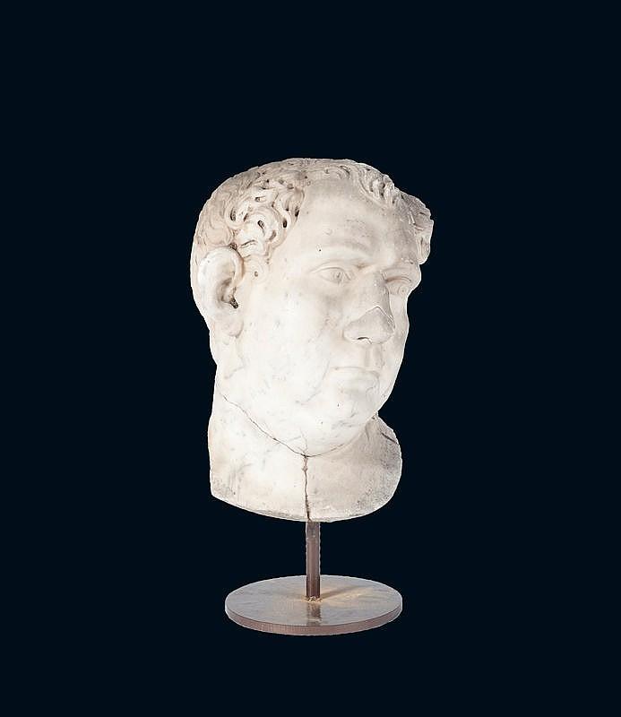 Portrait en marbre blanc sculptéDe l'empereur Romain Aulus Vitellius, empereur du 19 avril au 22 décembre 69.Epoque XVIIème siècle.H. : 46 cm.