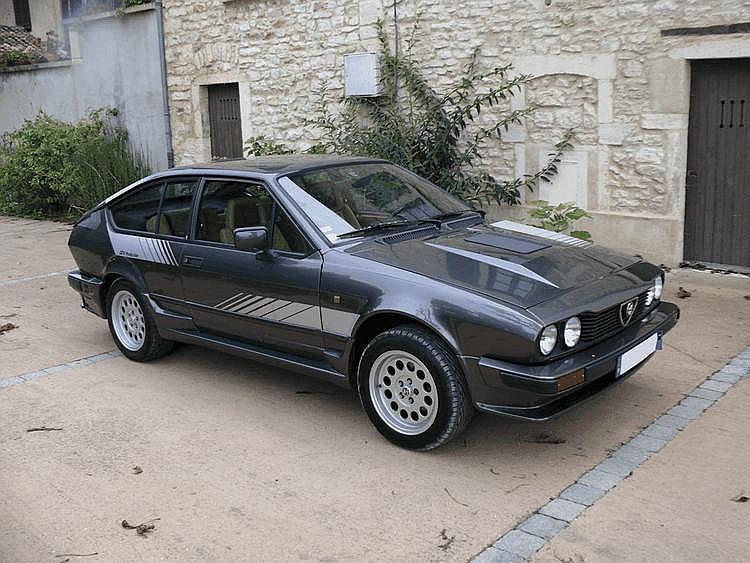 Alfa Romeo GTV6 2.5 Production - 1984 Numéro de châssis : #ZAR116C0000012820 Pour célébrer son titre de Champion de France des voitures de Production 1983 remporté sur GTV6 par le Team Snobeck (8 victoires pour Alain Cudini et Dany Snobeck), Alfa