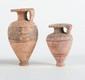 DEUX ALABASTRES ÉTRUSCO-CORINTHIENS  En céramique beige décorée de motifs géométriques.  Art grec. VIIè-VIè av. J.-C.  H. : 8 et 11 cm.