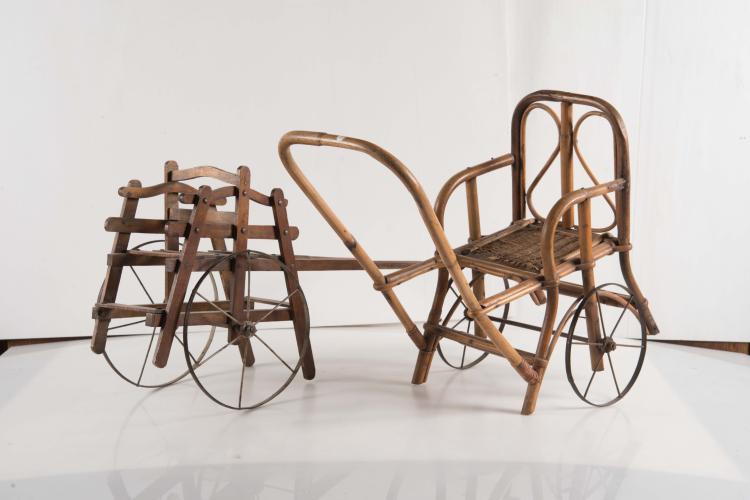 Deux poussettes en bois et fer forg for Chaise fer forge et bois
