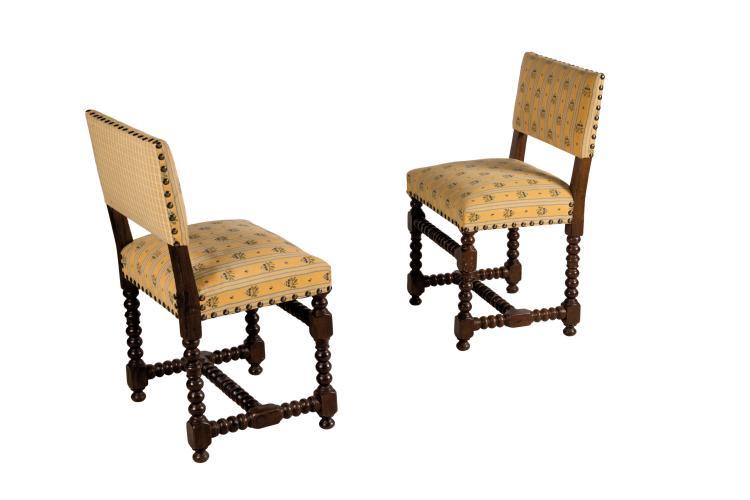 Belle suite de 14 petites chaises de salle manger de style - Chaises de salle a manger de style ...