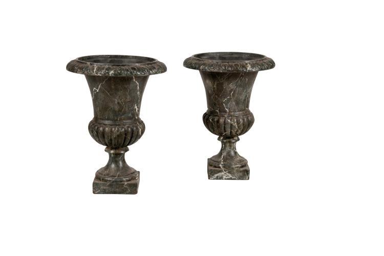 Paire de vases m dicis en fonte peinte faux marbre deuxi - Vase medicis en fonte ...