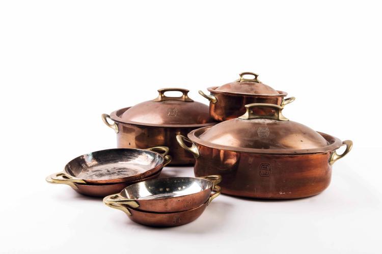 Compagnie Sud Atlantique Ensemble de batterie de cuisine en laiton étamé : 9 pièces.