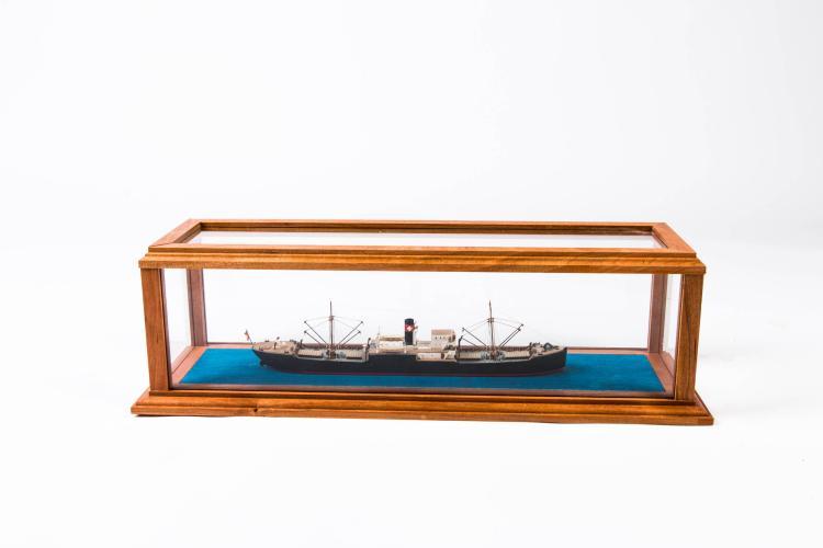 Maquette cargo Suisse «MALOYA», 1905, 1:400,  13 x 45 x 14 cm.