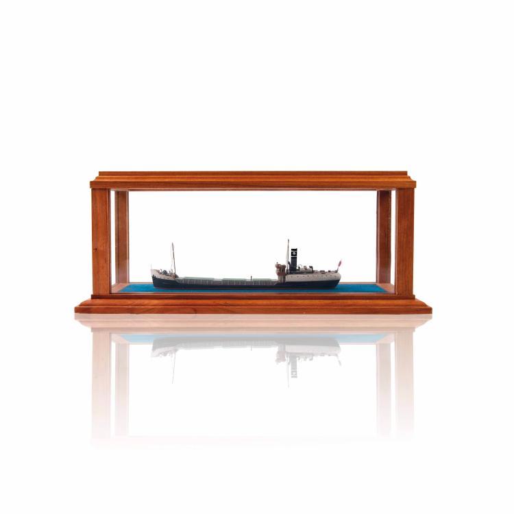 Maquette cargo type ouvrier «PERCEOR», St. Lazare, 1922,  1:400, 12 x 30 x 12 cm., bois, métal et fil.