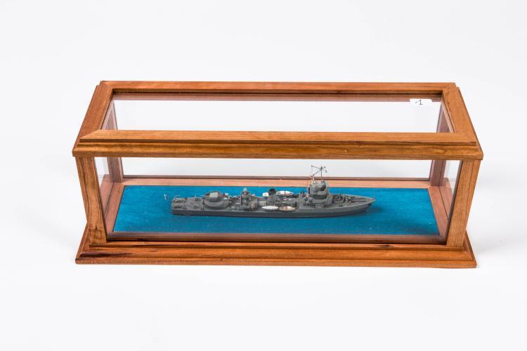 Maquette aviso «CHEVREUIL», 1934, 1:400, 13 x 37 x 13 cm., bois, carton, métal et fil.