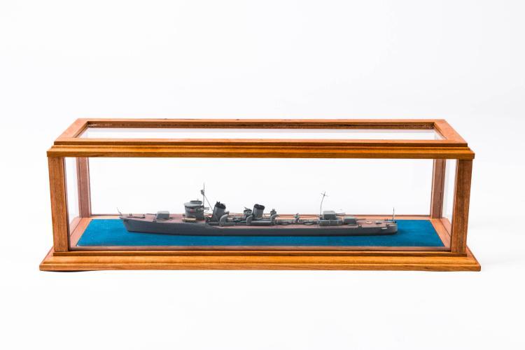 Maquette destroyer japonais «JUKIKAZE», 1937, 13 x 45 x 14 cm.