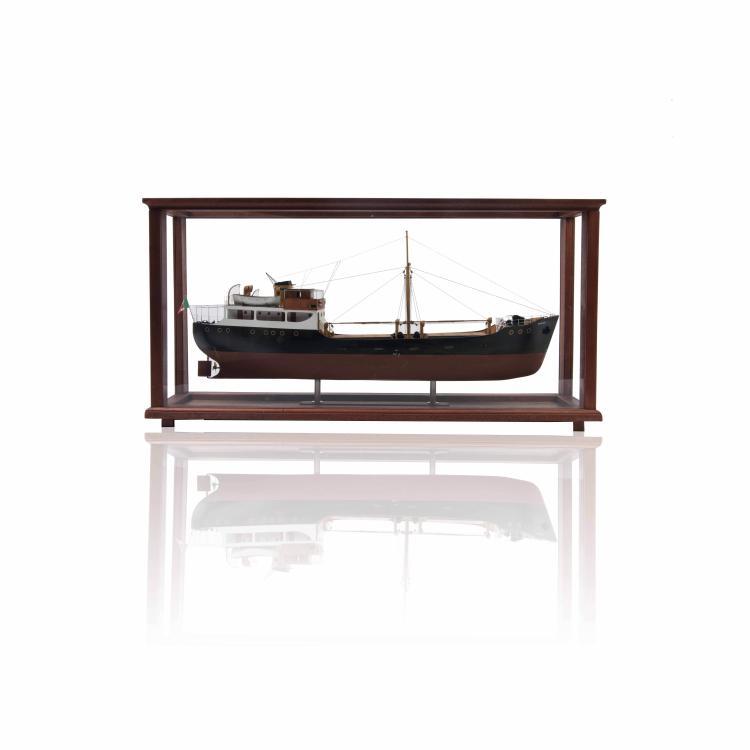 Maquette P/S «MARIA R.», Ancona, avec une vitrine, 39 x 81 x 20 cm, bois, métal et fil.