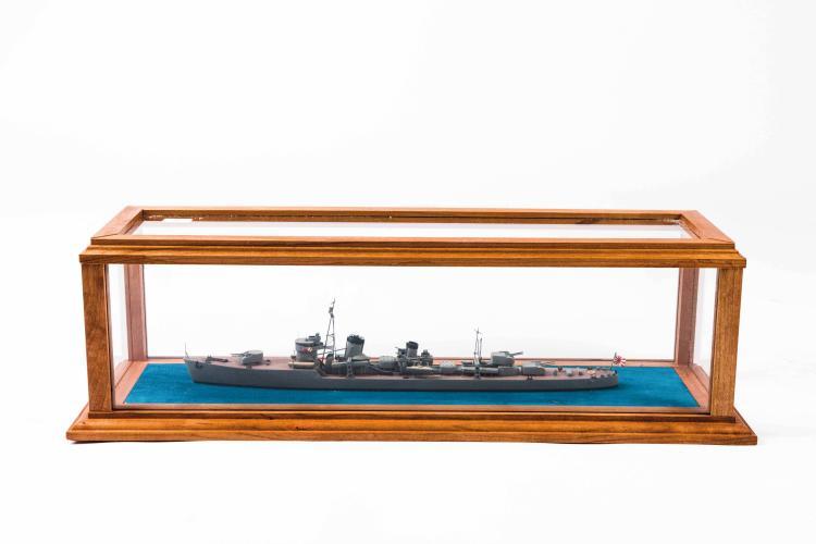 Maquette Garde-côte thaïlandais «DOMBURY», combat de Ko-jang 17-01-1941, 1:400, 12 x 30 x 12 cm.