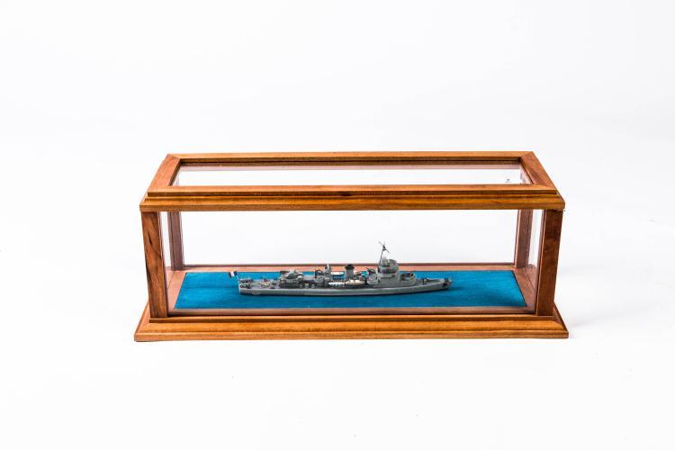 Maquette Aviso Dragueur «LA GRACIEUSE», 1:400, 13 x 37 x 13, bois, métal et fil.