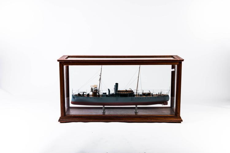 Maquette Aviso douane brésilienne «AMAPA» dans vitrine cm 39 x 79 x 27 cm., bois, métal, fil