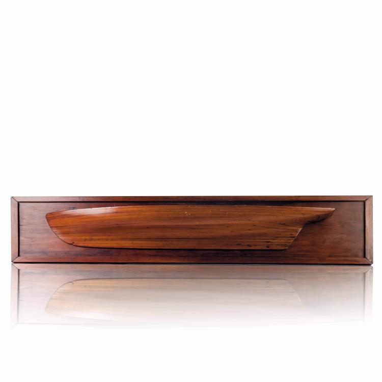 Demi-coque Goélette, 30 x 132 x 14 cm.