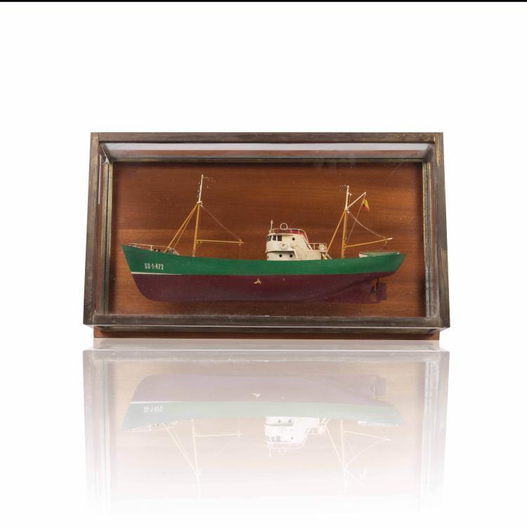 Maquette Chalutier espagnol, 32 x 56 x 17 cm., bois métal.