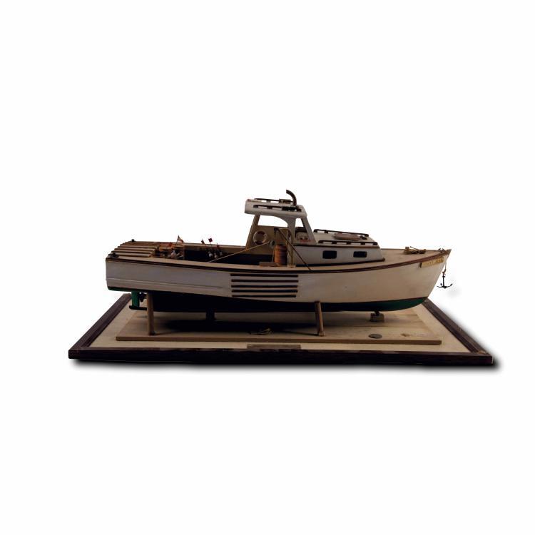 Maquette du bateau à moteur «STACEY JEAN», Boston 25 x 61 x 32 cm. Bois, métal.