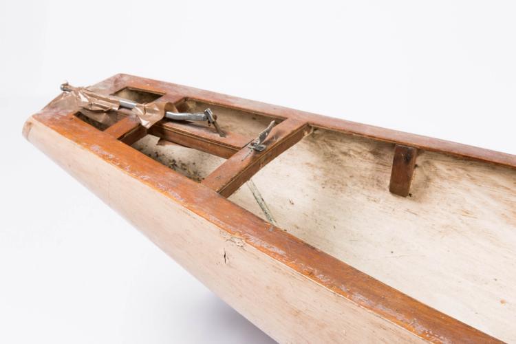 Maquette de yacht pour bassin de carènes, 26 x 120 x 26 cm.