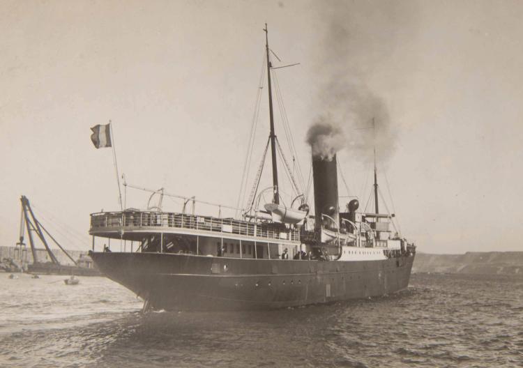 Lot de photos de bateaux de la Compagnie de Navigation Mixte.