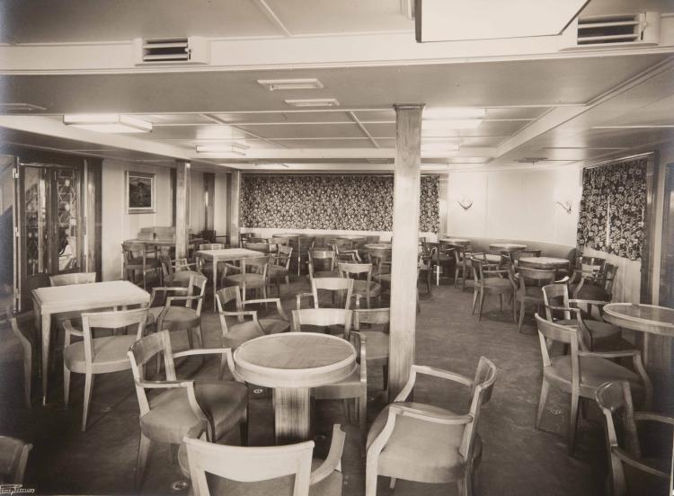Lot de photos d'intérieur de bateaux de la Compagnie Mixte du Kairouan, de l'El Dje   - zaïre, de l'El Biar,... Tirages argentiques d'époque. 12 grands formats et 1 moyen for   - mat.