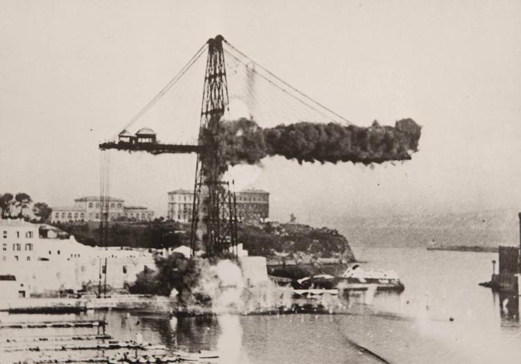Baudelaire, Photo-Sport   Dynamitage du côté Sud du pont transbor   - deur de Marseille le 7 septembre 1945 4 tirages argentiques inédits, 17 x 23 cm.