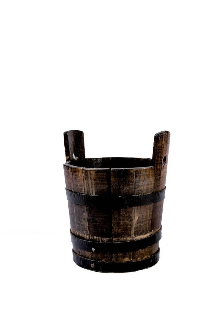 Seau en bois cerclé de fer, début XXe. 36 cm.