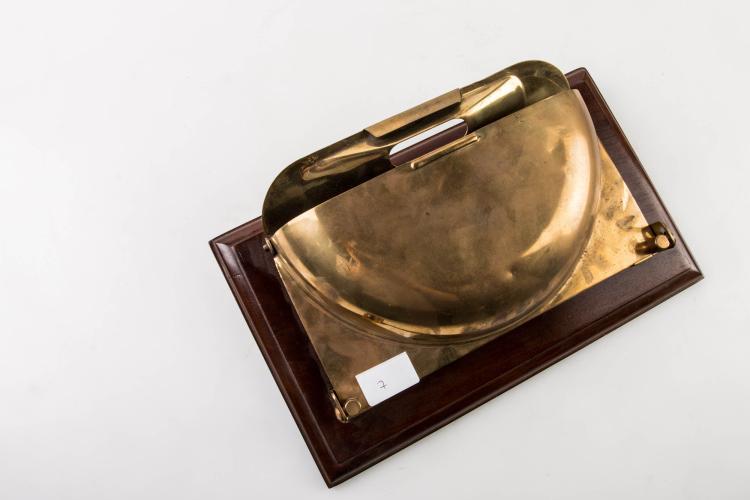 Cendrier de paquebot en laiton, début XXe. 14 x 27 cm.