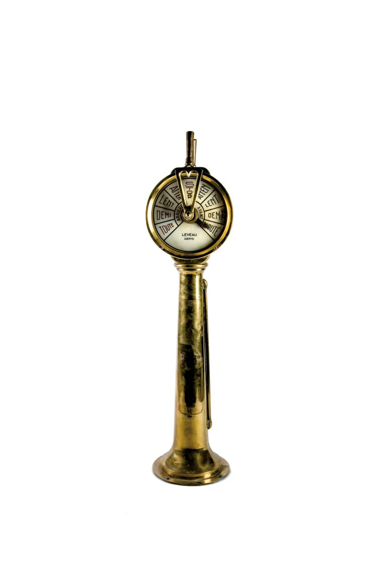 Transmetteur d'ordre en bronze, Leveau à Dieppe, début XXe. 106 x 30 cm.