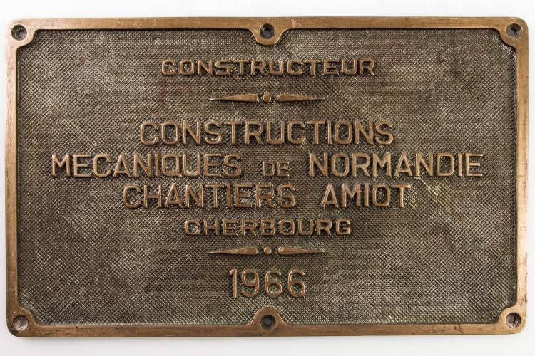 Plaque constructeur chantiers Amiot à Cherbourg 1966. 22 x 36 cm.