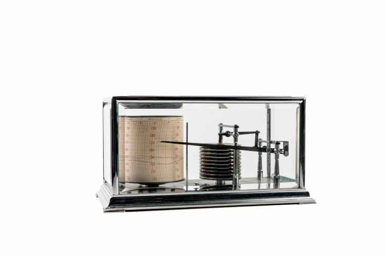 Baromètre enregistreur en métal chromé. 15 x 28 cm.