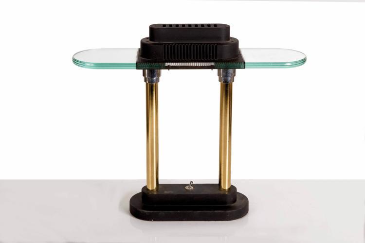 Paquebot Norway. Lampe de cabine d'offi - cier, métal doré, tôle grillagée noire et verre, métal laqué noir. XXe. 40 cm
