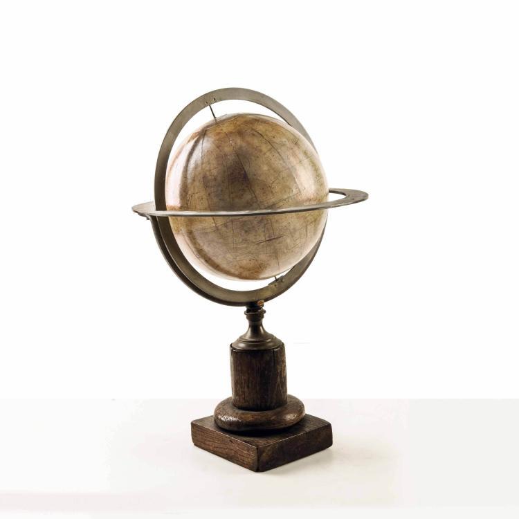 Globe céleste par Delamarche, milieu XIXe. 44 x 26 cm. Fente.