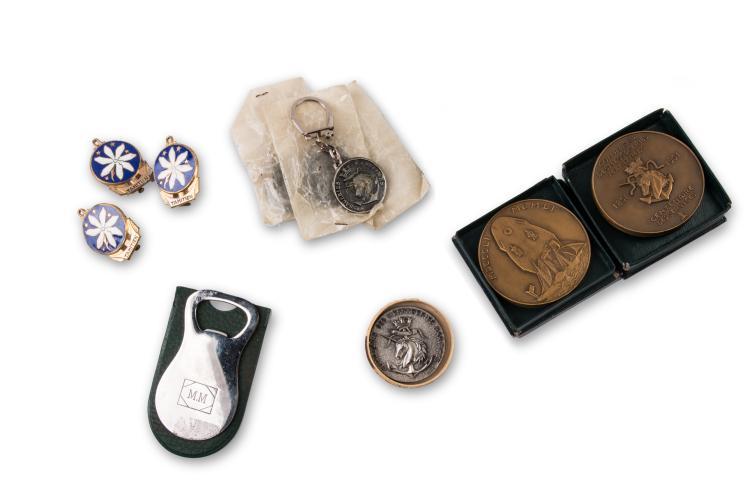 Compagnie des Messageries Maritimes   1 lot de porte-clefs, médailles et divers