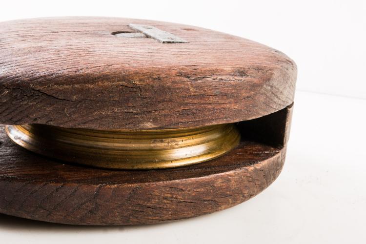 Poulie en bois début XXe. 45 cm.